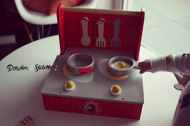 Concours la cuisine pliable janod doudou stiletto for Cuisine pliable